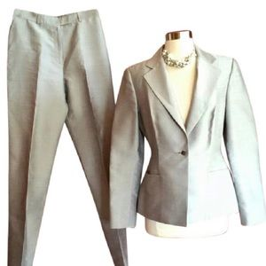 Gray silk wool combo pant suit.